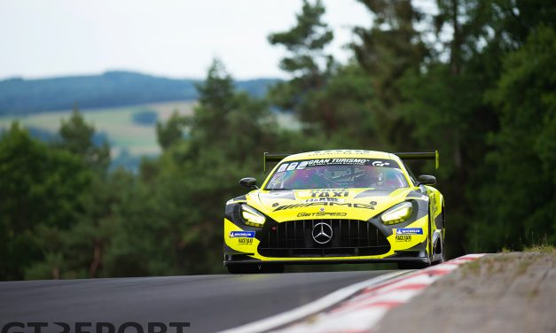VLN1 mid-race report: Mercedes-AMGs star in first hours, Walkenhorst takes lead at midway