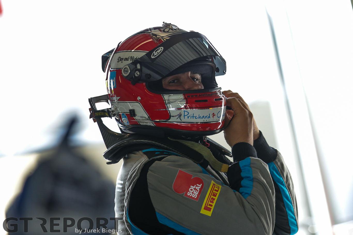 British GT Oulton Park: Paddock and Team Parker claim GT3 poles, Newbridge sweeps GT4