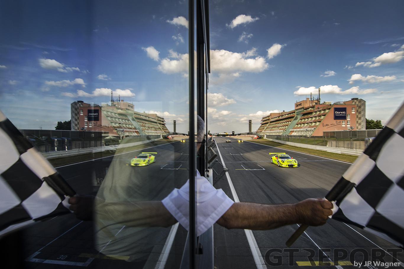 VLN7 race report: Neon winners